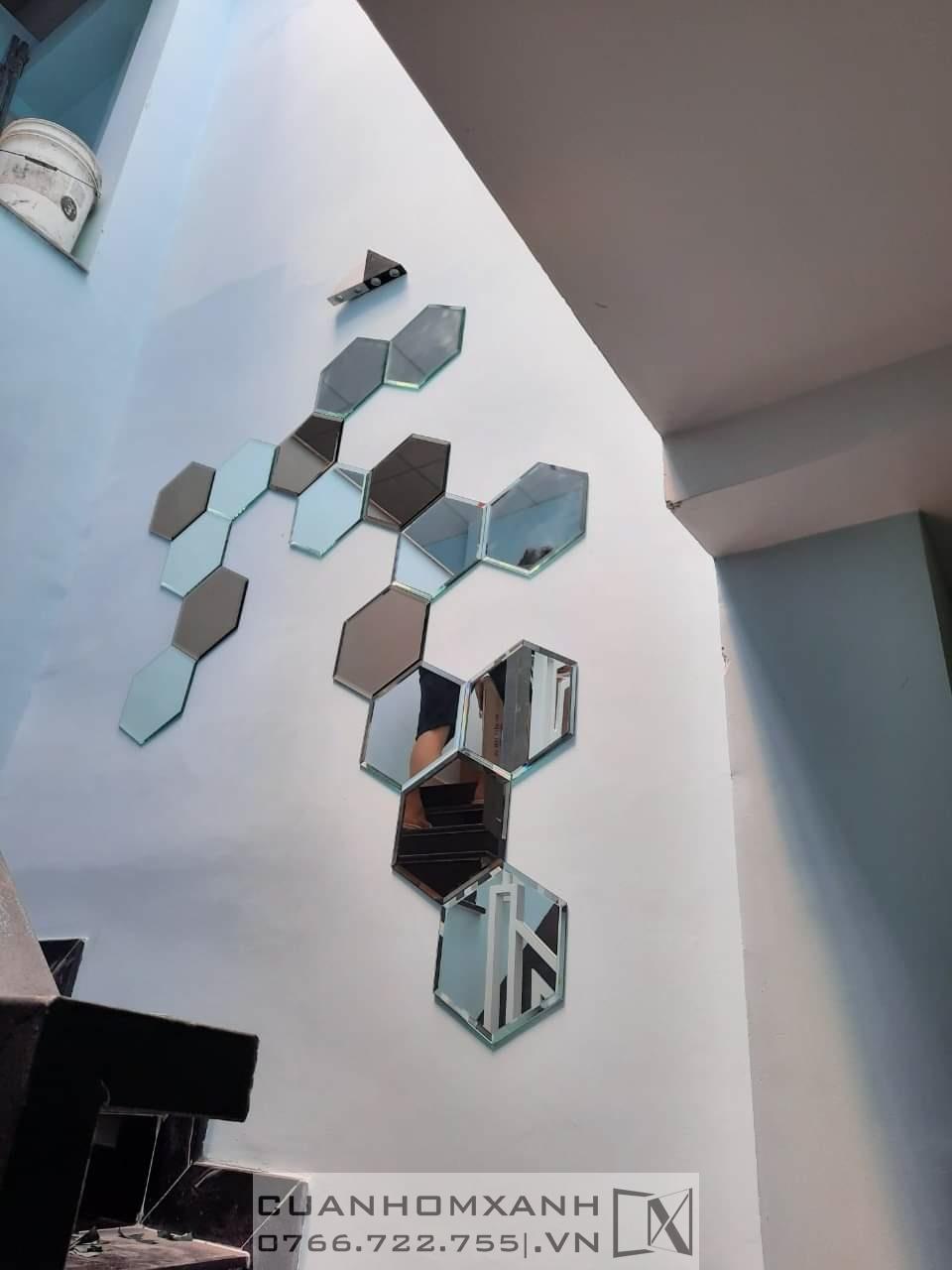 Kính thuỷ ốp tường trang trí